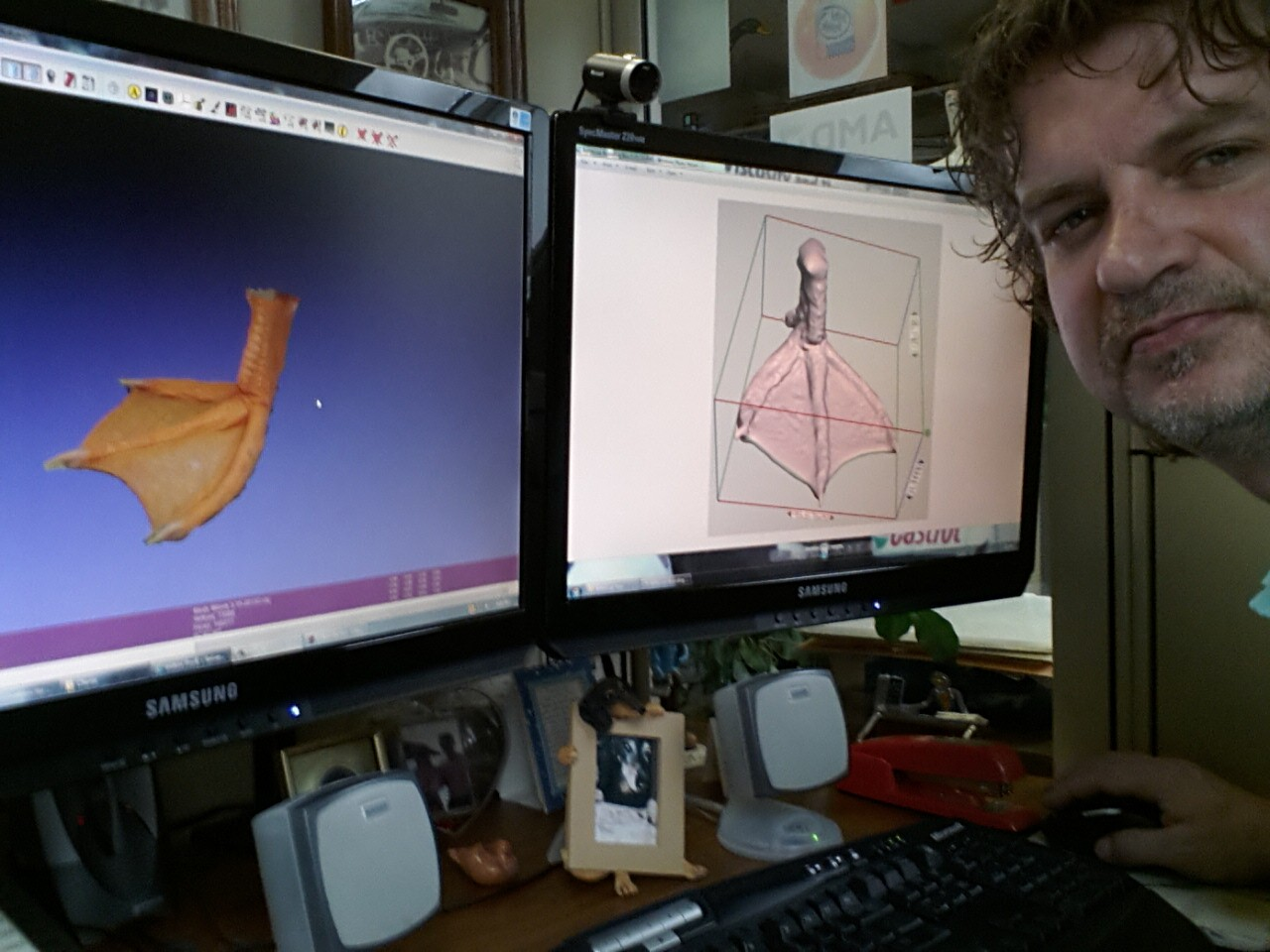 Photos: New foot for a disabled duck using 3D printing technology