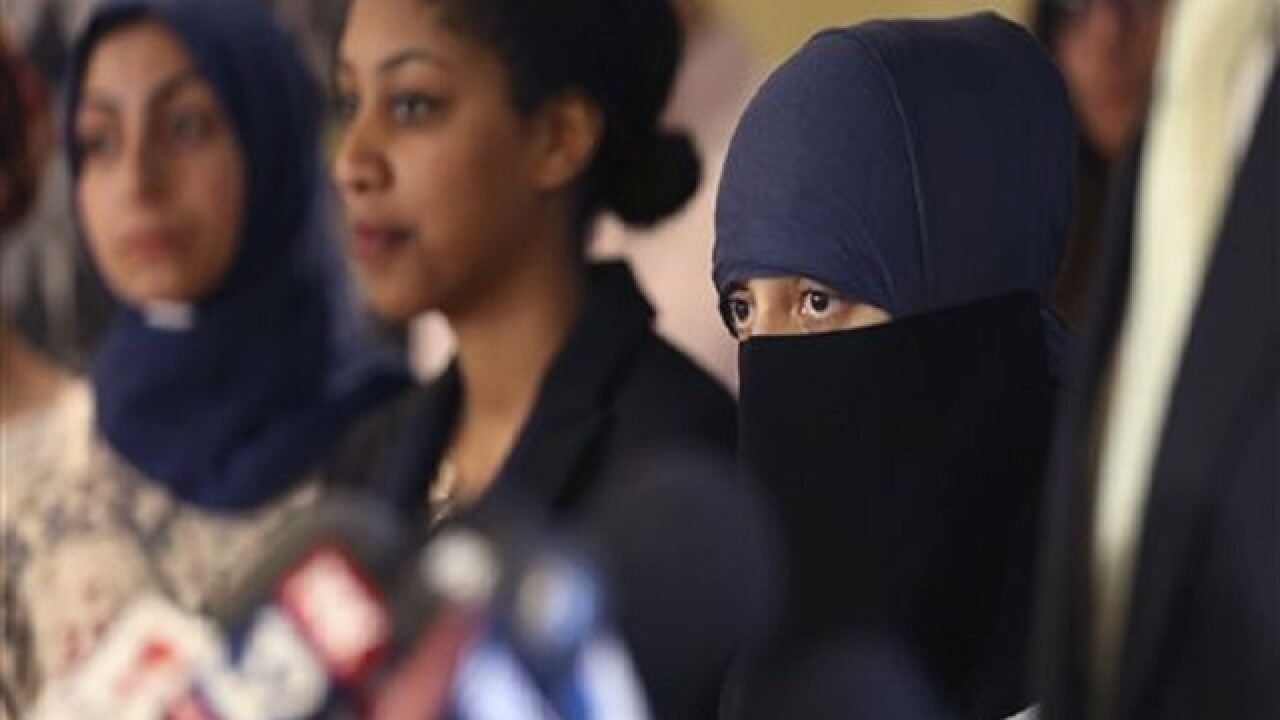 Muslim woman mistaken as terrorist in Chicago sues police