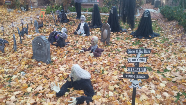 All kinds of ghosts an' goblins an' graves on Boise's Harrison Blvd.
