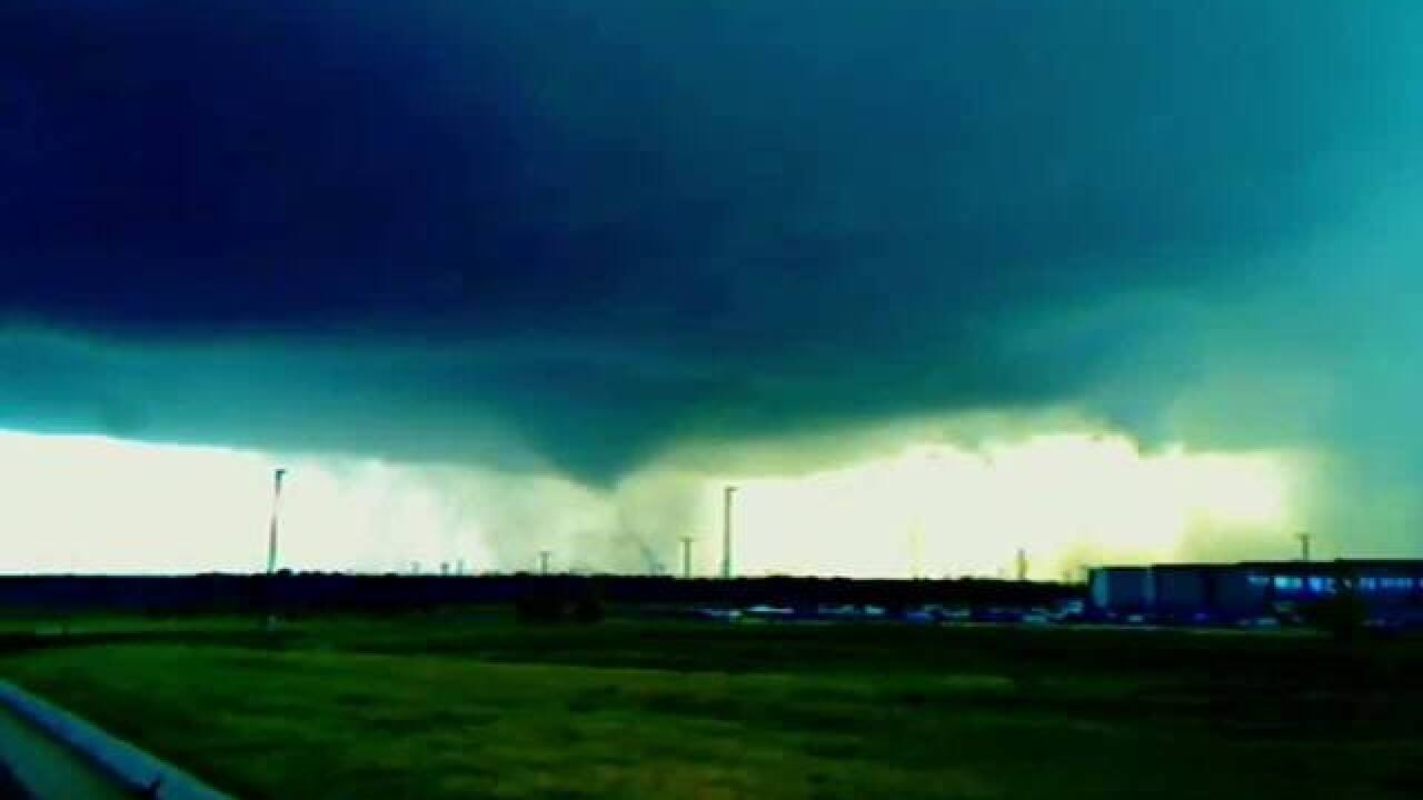 Tornadoes, hail may hit Great Plains on Tuesday
