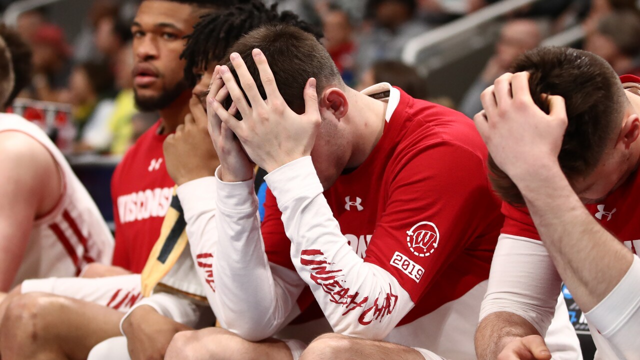 Wisconsin upset in first round in rout by 12th-seeded Oregon, 72-54