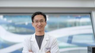 Dr Hong-yuan Chu Courtesy of Van Andel Institute.png