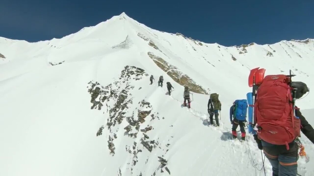 Video shows final moments before Himalayas climbers died from avalanche