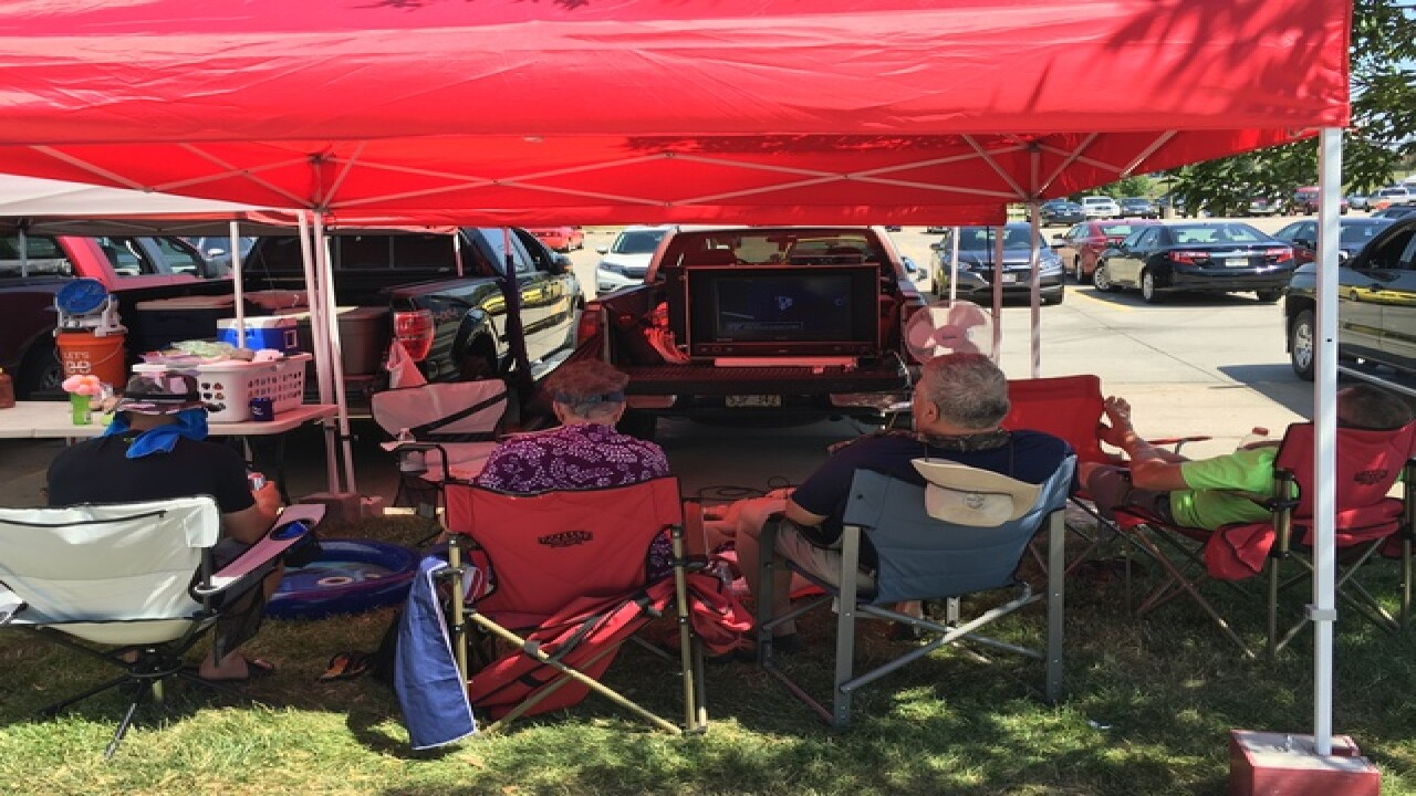 Tailgaters add atmosphere to College World Series