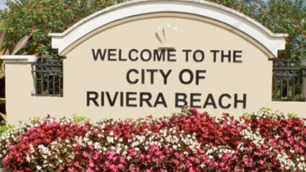 Hundreds of Riviera Beach employees did not get paid Friday, city leaders blame bank