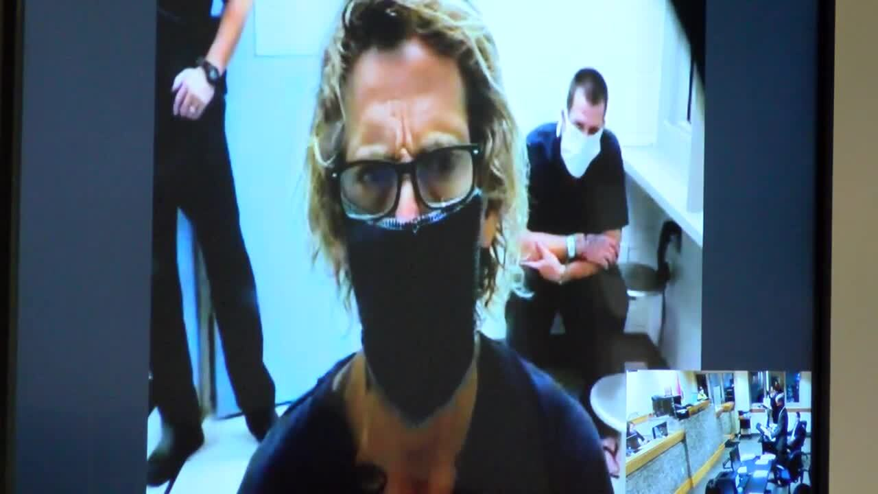 Michael Hutto wearing mask during first appearance in Palm Beach County court