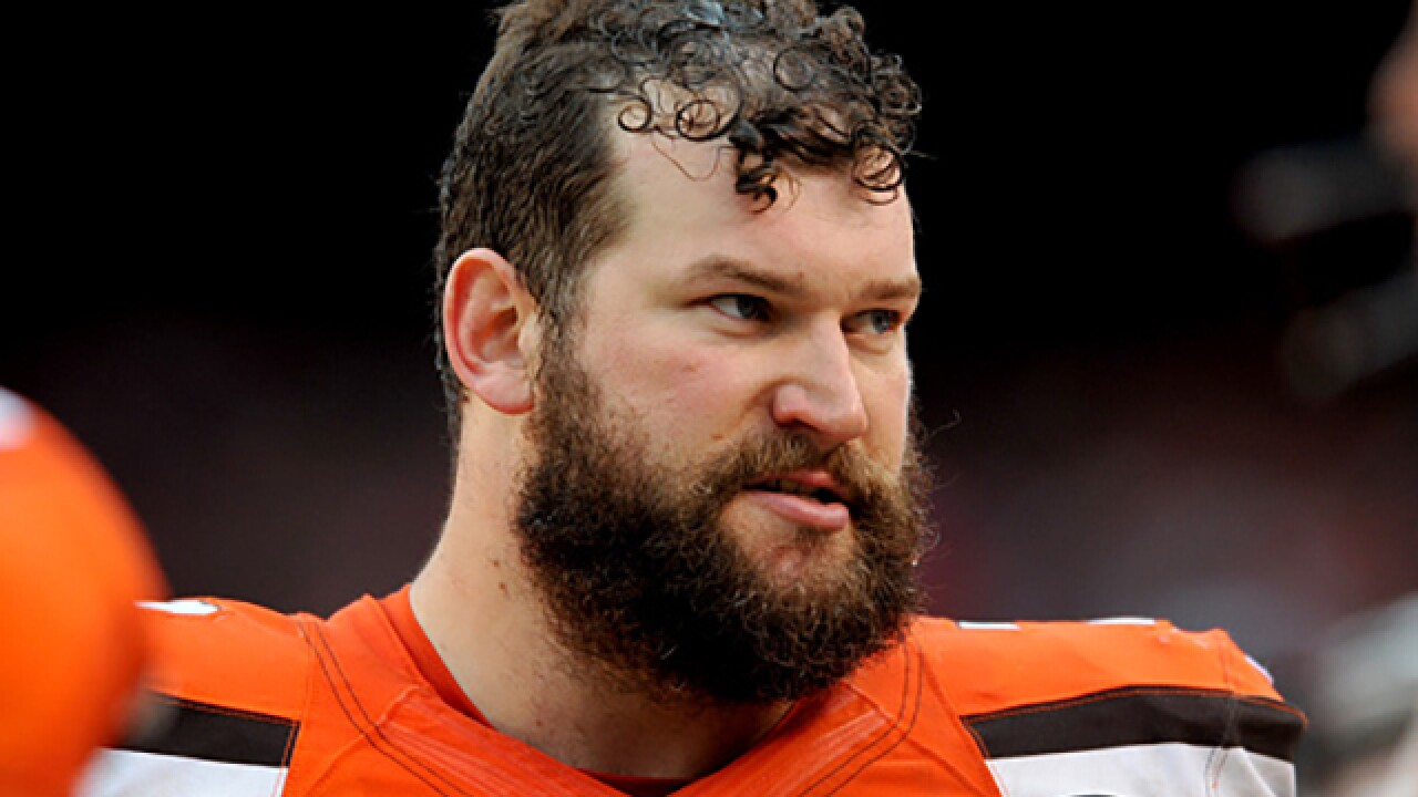 Browns' Joe Thomas jokes he will buy the Panthers if he gets 1 million retweets