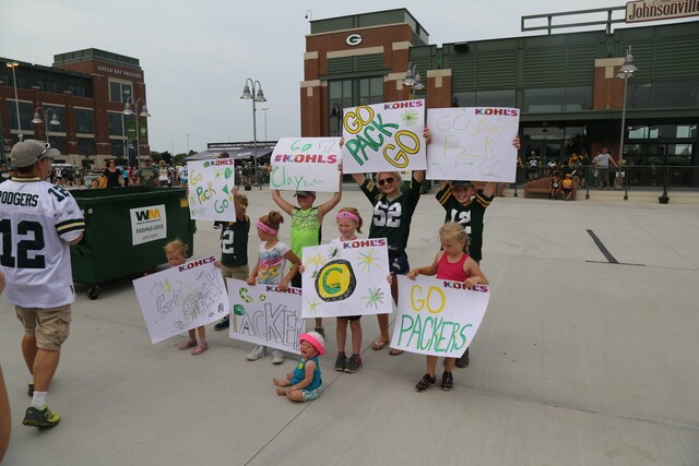 Packer fans showed off their creativity on Family Night with these awesome signs [PHOTOS]