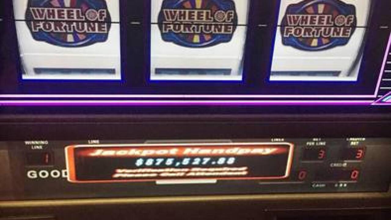 Man puts $20 in favorite slot machine and wins $875K in Detroit casino