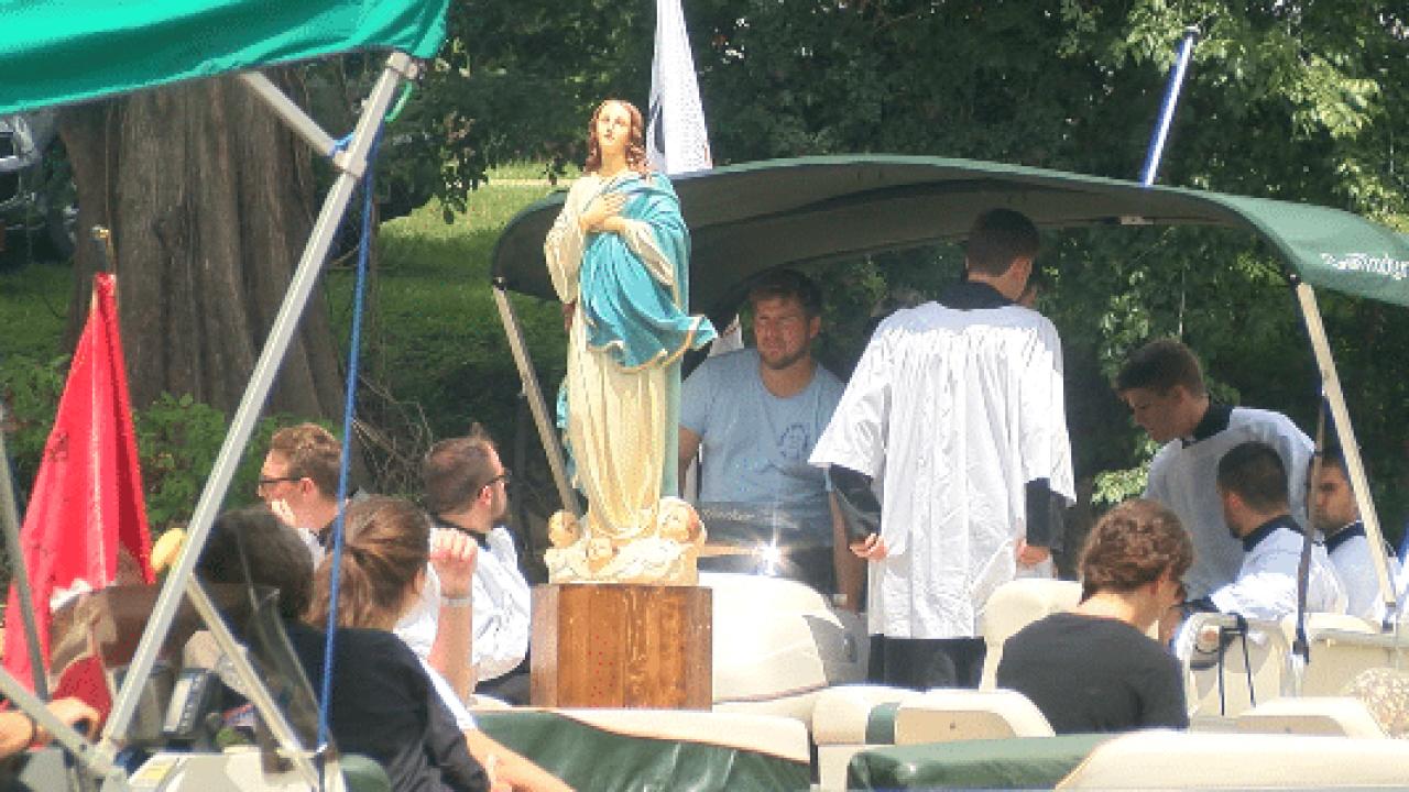 """Catholics bring faith to bayou for """"Fete Dieu du Vermilion"""""""