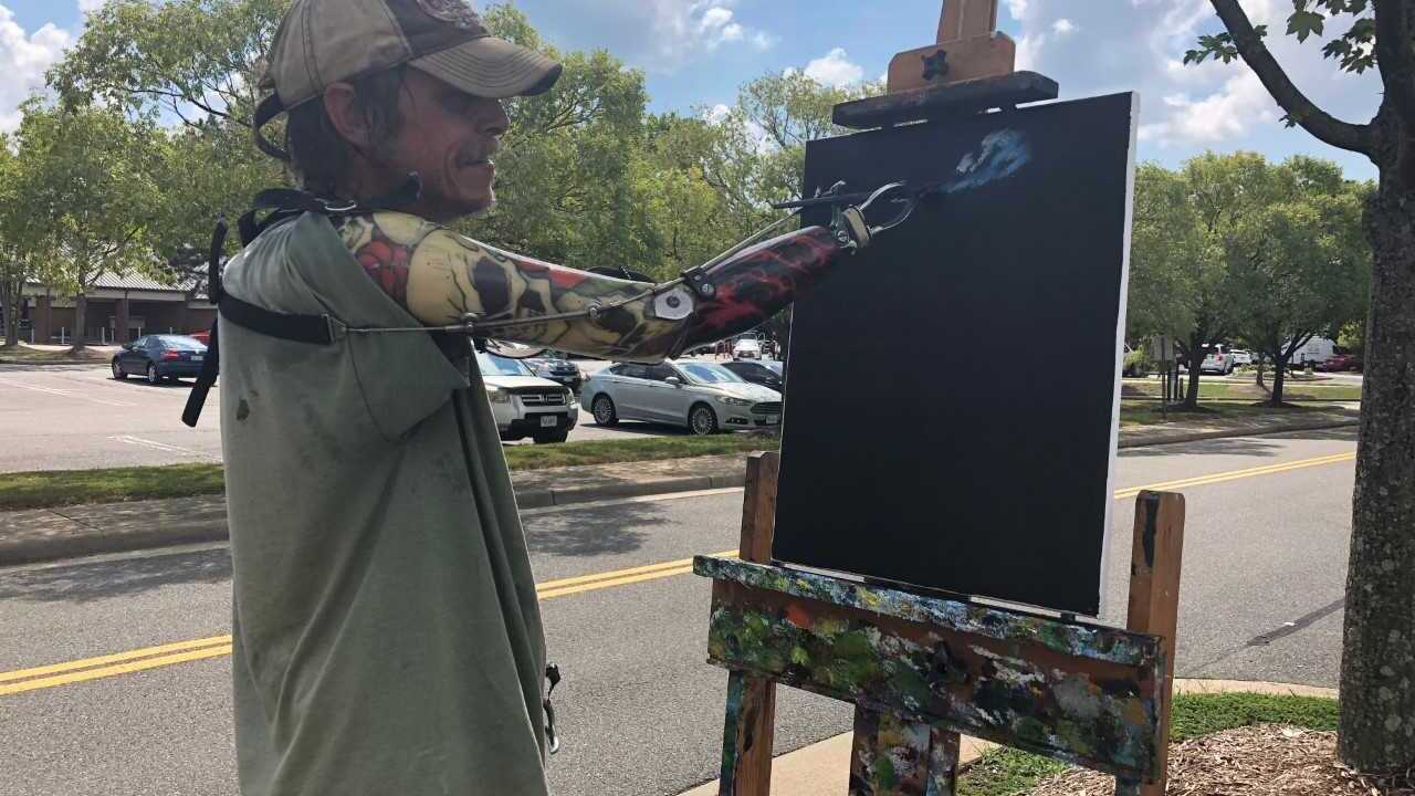 Double amputee shares artwork, inspires Williamsburg community
