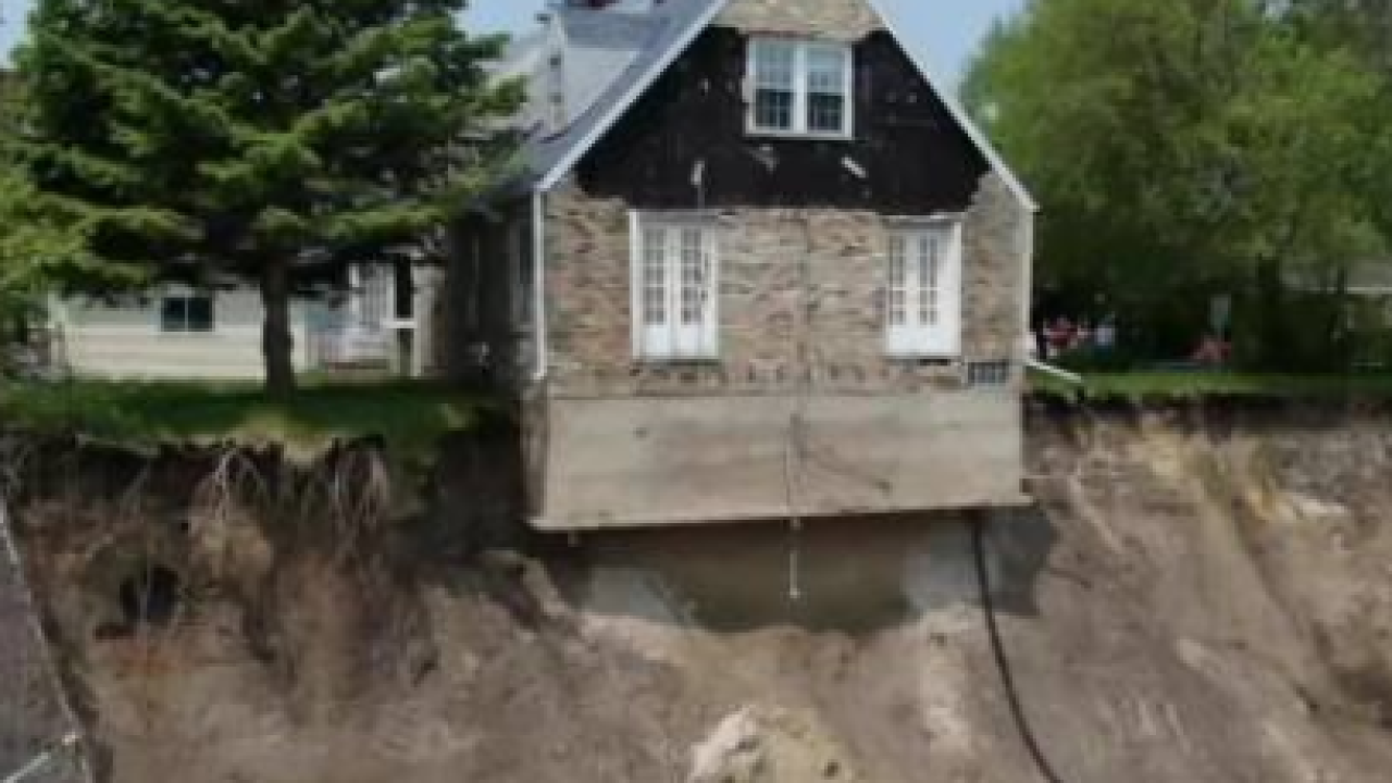 House teetering on Lake Michigan's edge to be torn down Tuesday