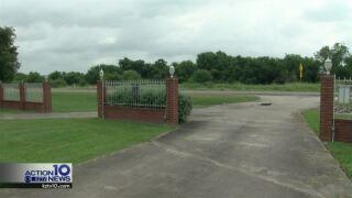 Troubleshooters: Martinez family seeking iron gates for their Sinton property