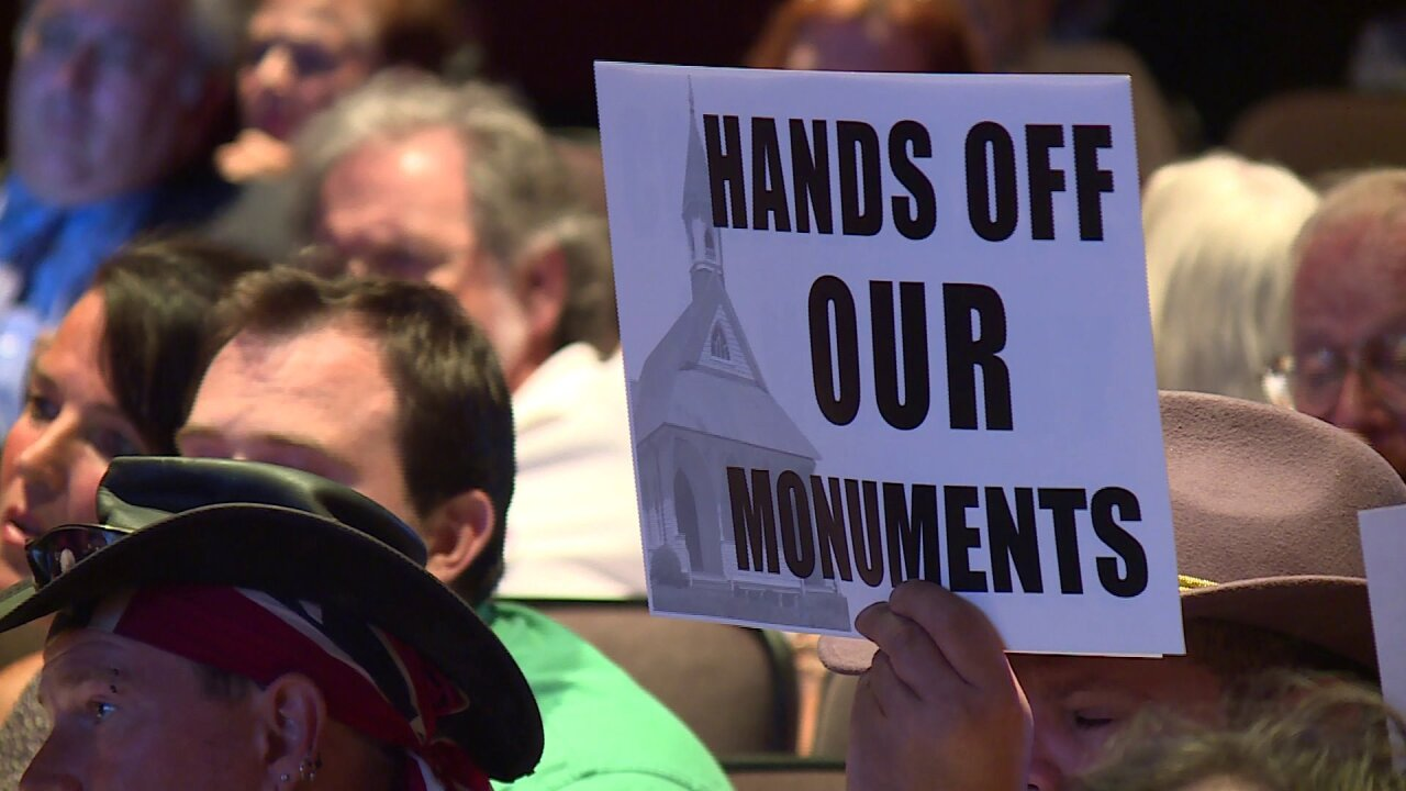 Tears, yelling, and booing highlight contentious meeting on Confederatestatues