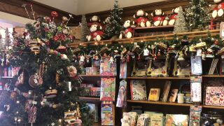 Central Coast Living: Apple Farm decks the halls for the holidays