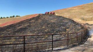 UPDATE: Firefighters stop forward progress of vegetation fire east of Atascadero