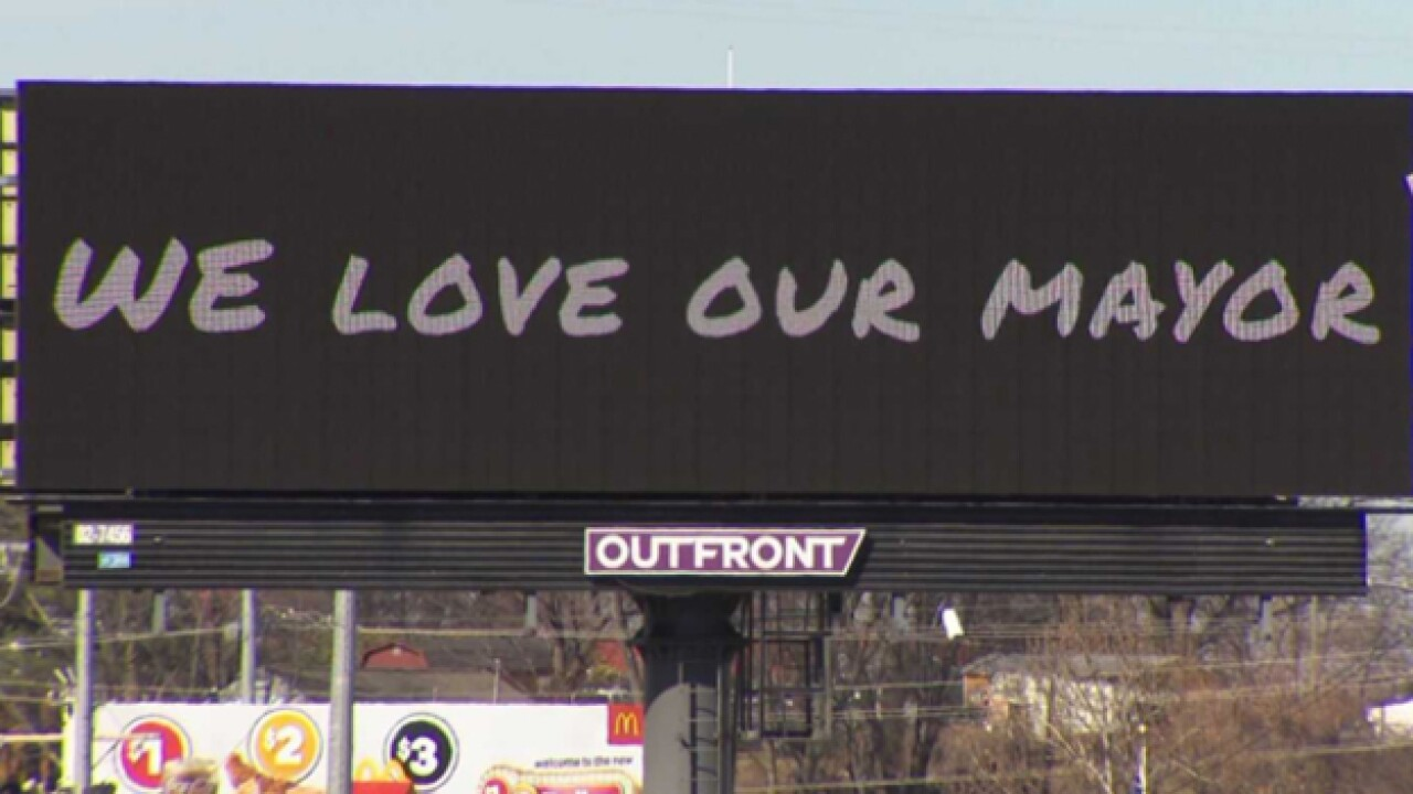 "Billboard: ""We Love Our Mayor"""