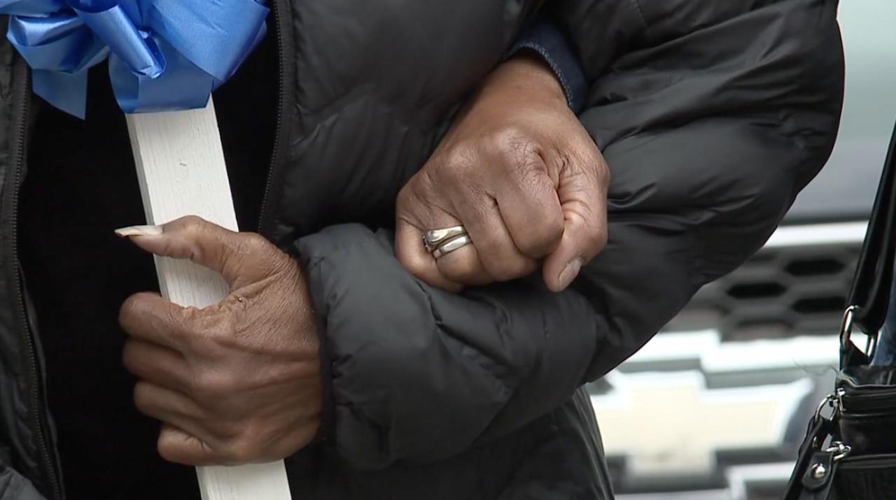 Lisa Marie Gould praying hands