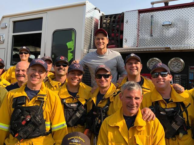 Actor Rob Lowe thanks firefighters near Montecito