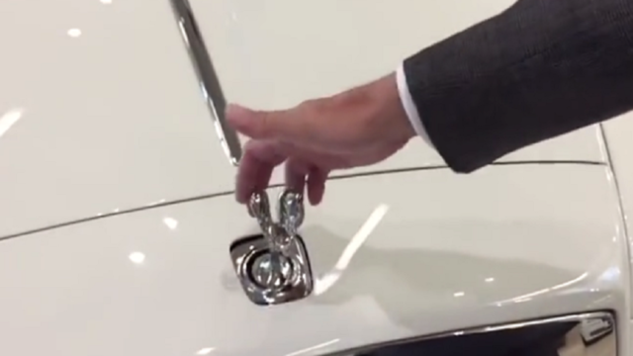 WATCH: This is why you can't steal a Rolls-Royce hood ornament