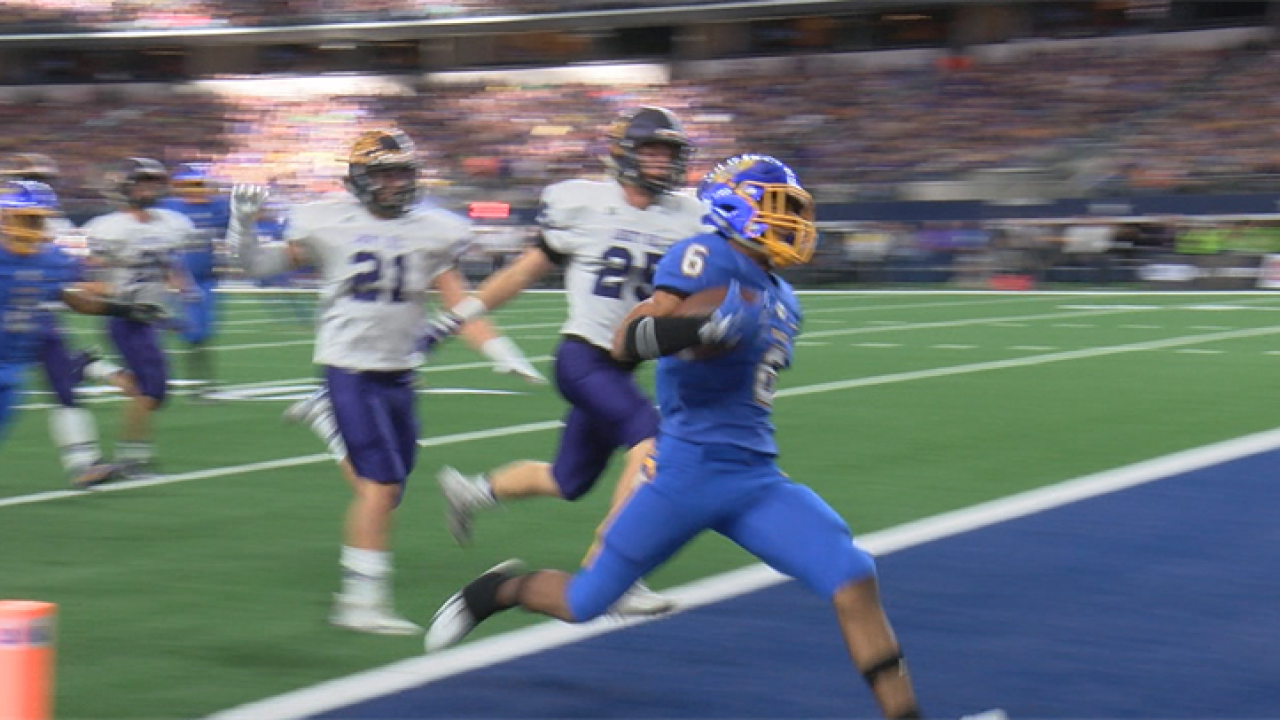 La Vega surges in second half for second State title in four years beating Liberty Hill 35-21