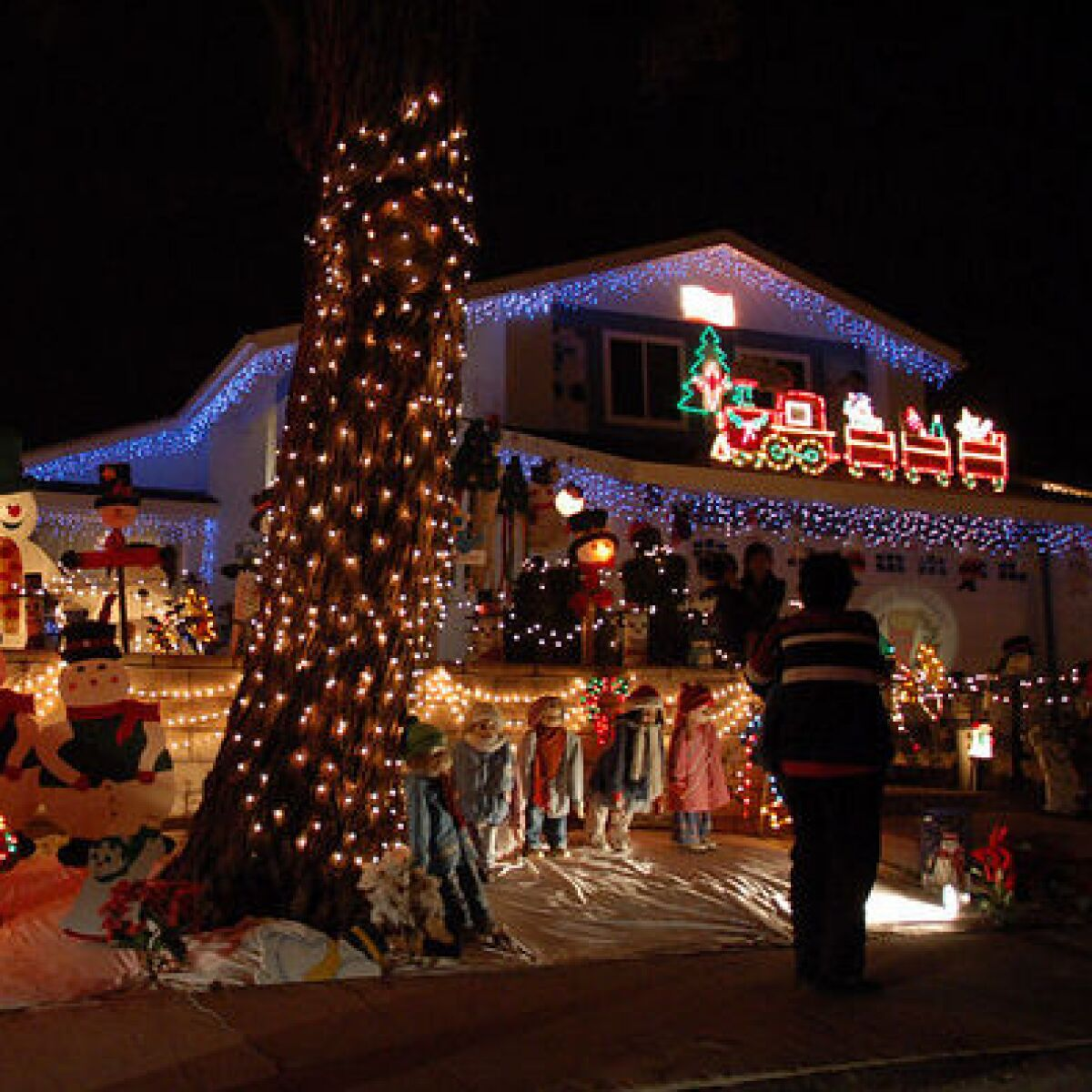 Map: Glittering holiday light displays in San Diego