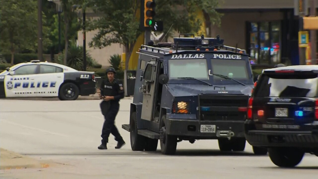 Police shot and killed a gunman at a federal courthouse in Dallas
