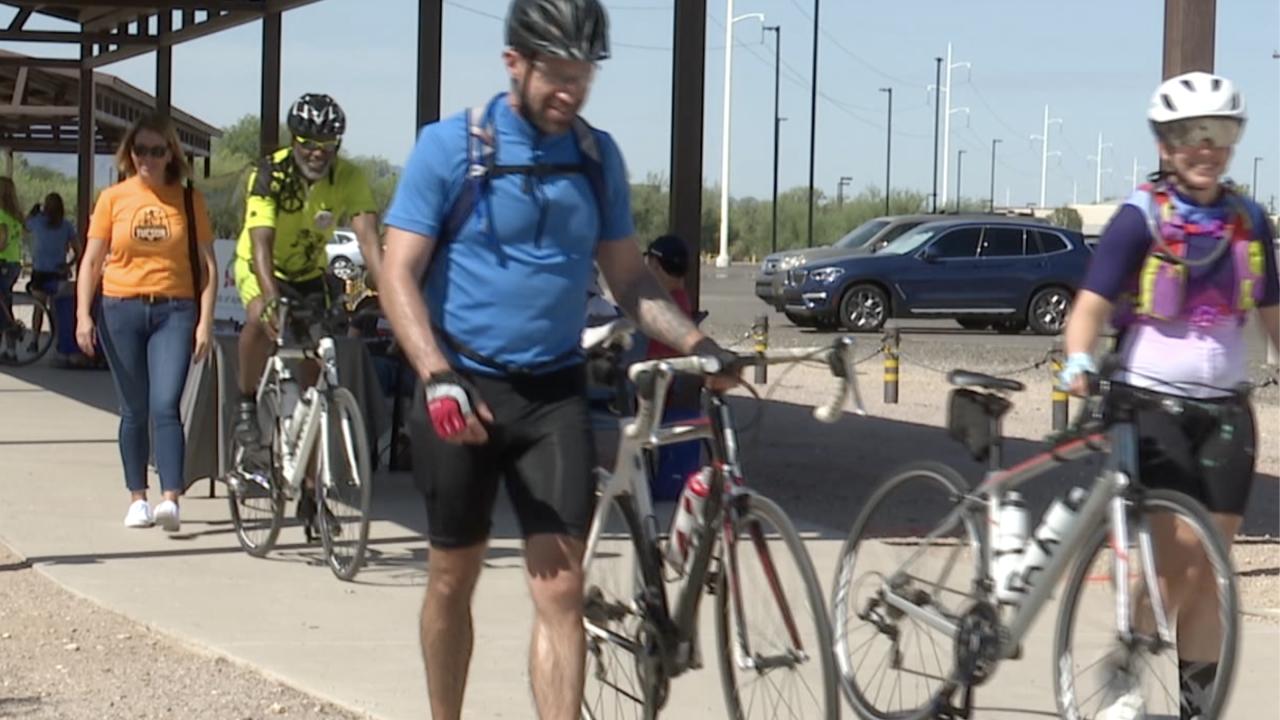 The 38th annual El Tour de Tucson kicked off Saturday with the Loop de Loop at Rillito Park.