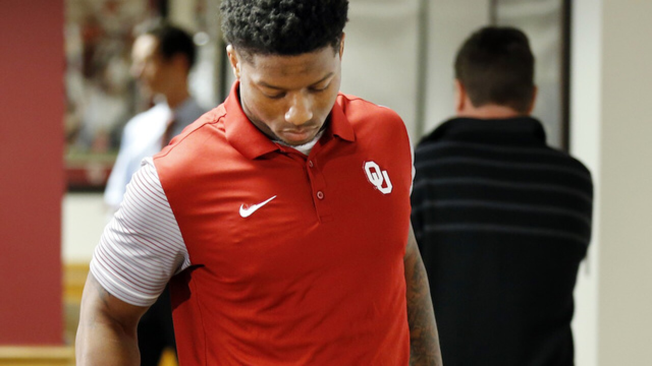 Oklahoma football player Joe Mixon gives tearful apology for punching female student