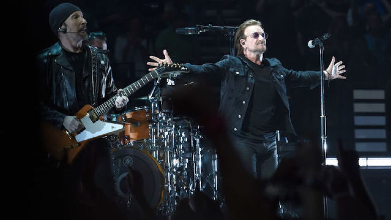 U2's Bono suffers 'complete loss of voice' at Berlin gig