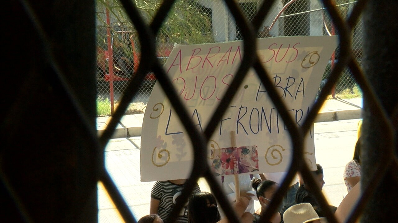 Nogales asylum protest