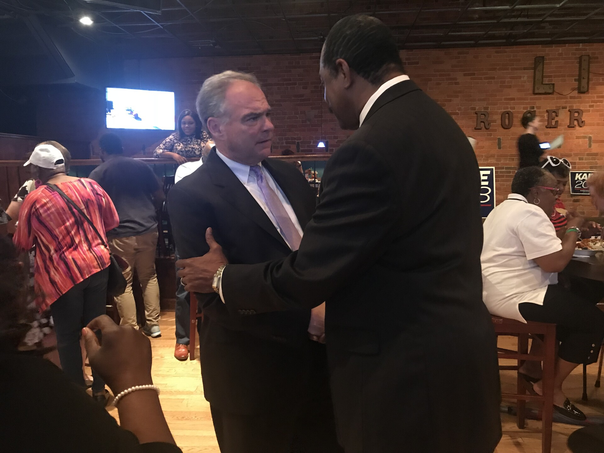 Photos: Tim Kaine hosts meet-and-greet at Portsmouth restaurant ahead of midtermelections