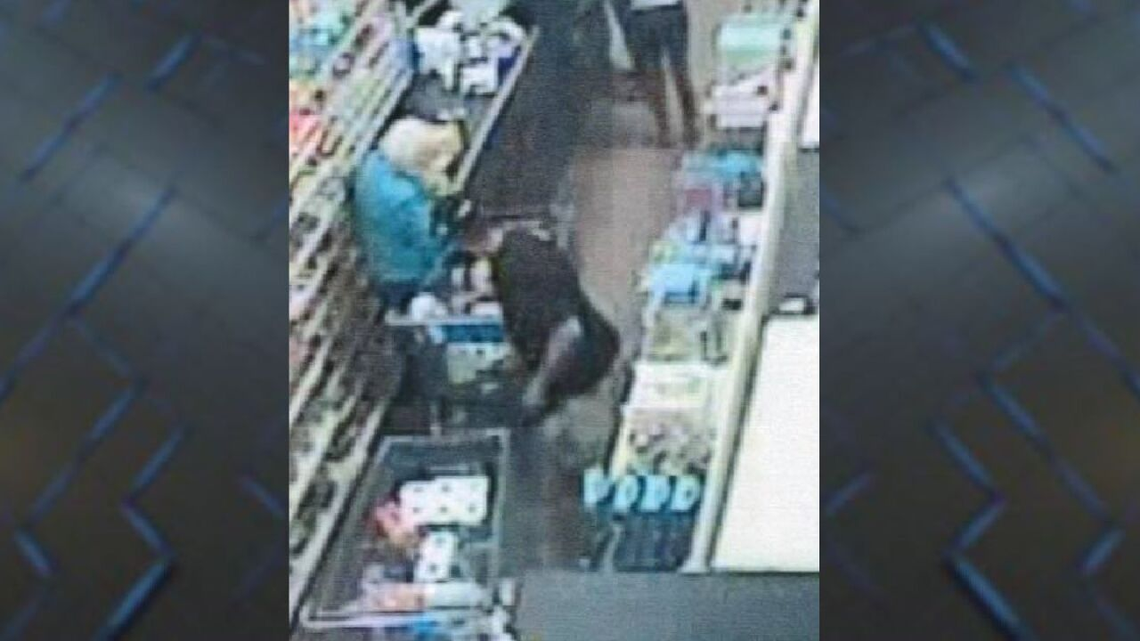 Police: Man steals 90-year-old woman's wallet while helping her with groceries