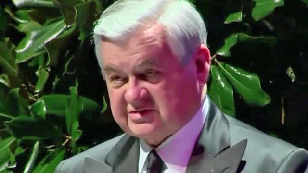 Facing misconduct investigation, Carolina Panthers owner Jerry Richardson selling team