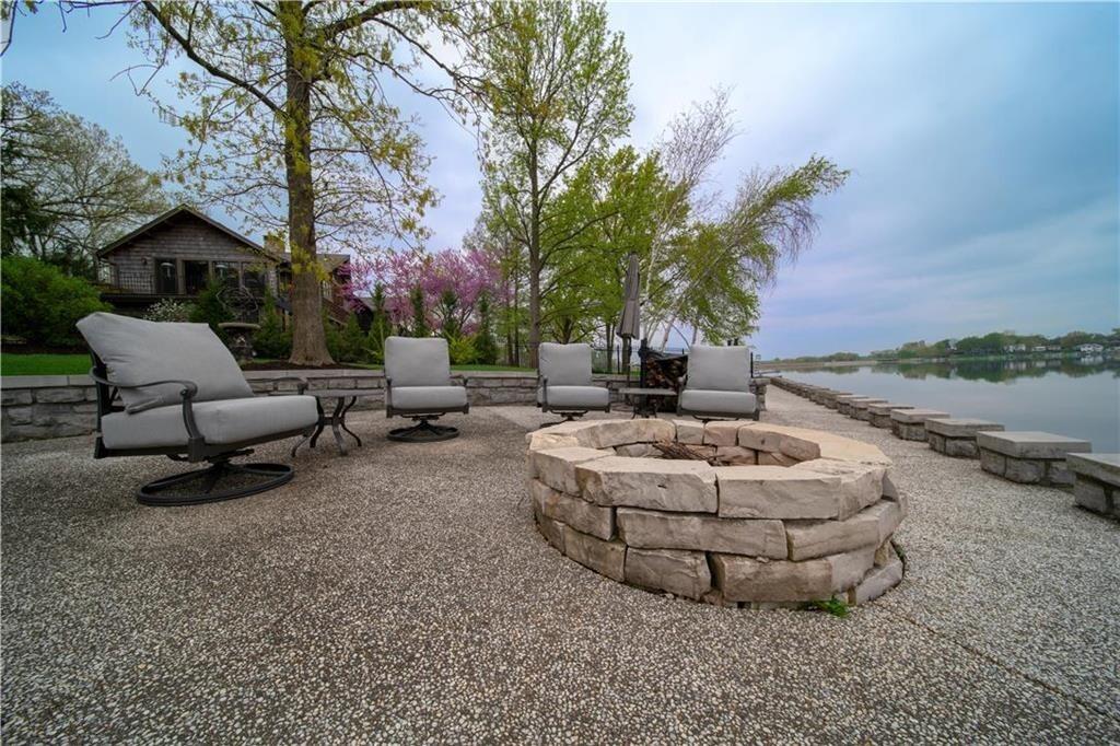 weatherby lake mansion 3