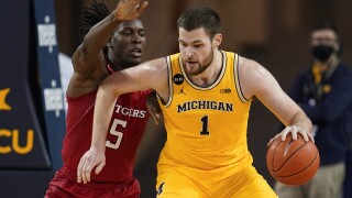 Hunter Dickinson Rutgers Michigan Basketball