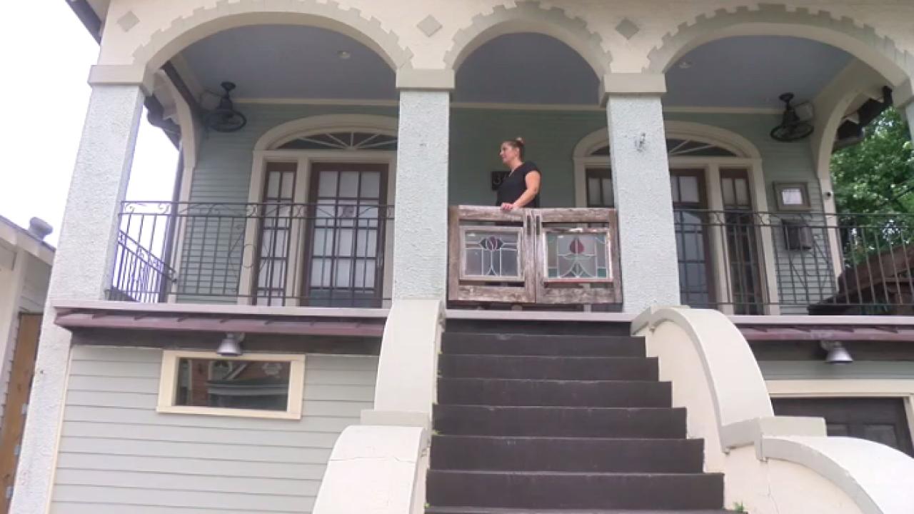 Laura evacuee in New Orleans.PNG