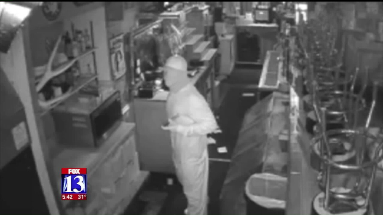 Roy Police investigating robberies at two businesses, suspects captured oncamera