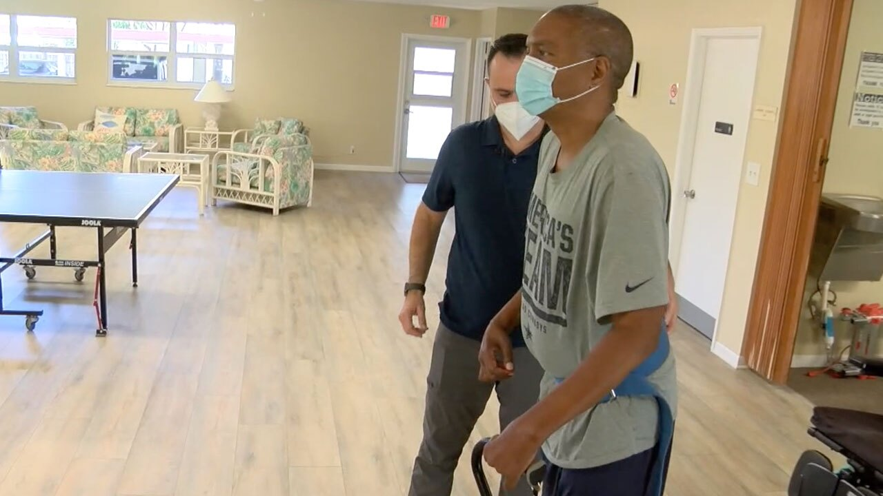 Dienaro Germanowicz helps Roque Silva with physical therapy