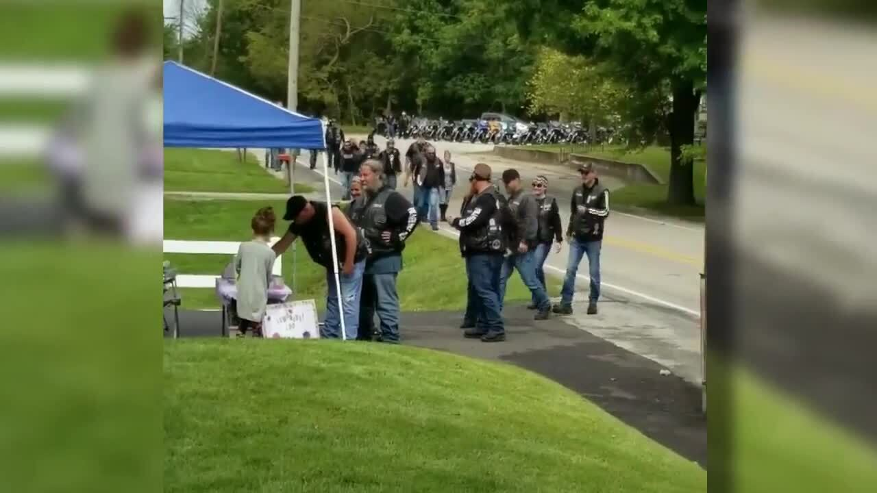 Indiana bikers stop at lemonade stand of little girl whose mother helped save them during crash