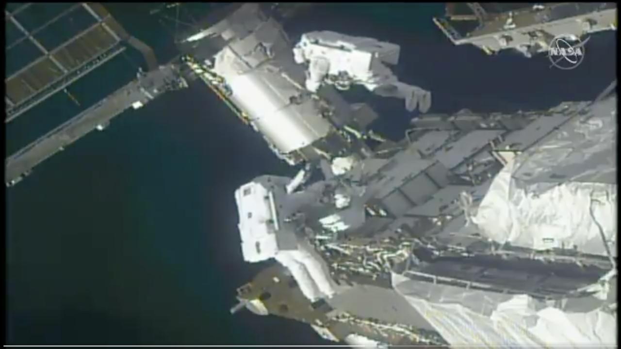 victor glover spacewalk.png