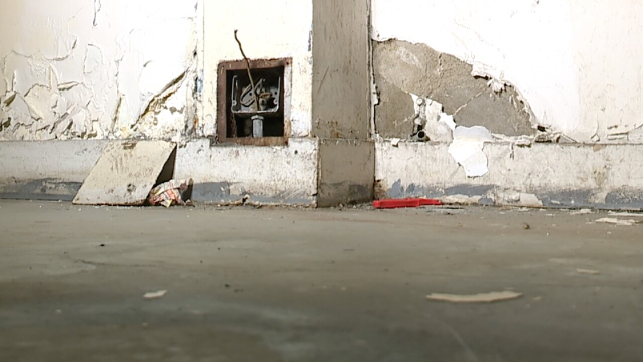 CLE, HUD inspectors tour city apartment complex for health and building violations