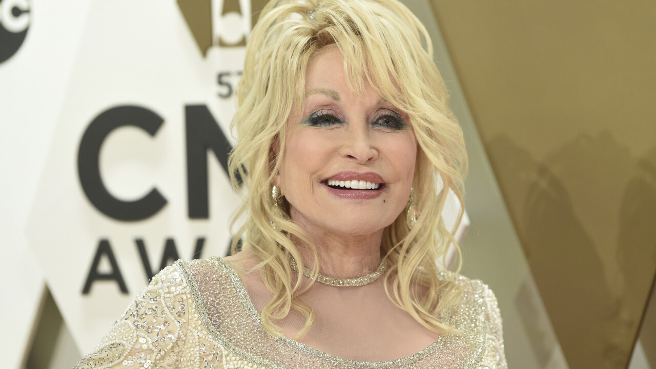 Obama says he regrets not giving Medal of Freedom to Dolly Parton: 'I'll call Biden'