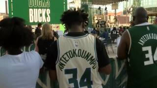 Milwaukee Bucks play in front of first sold-out crowd since 2020