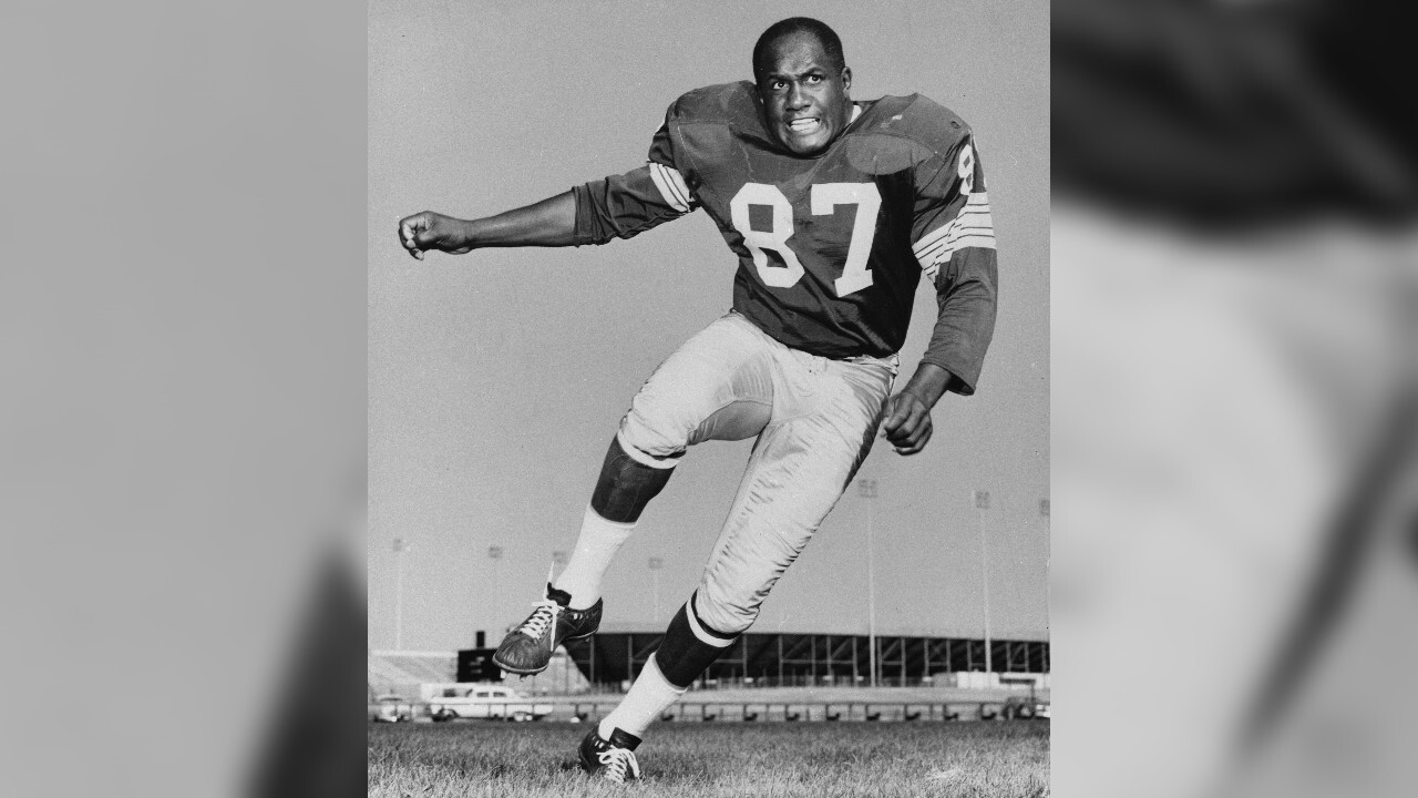 Hall of Fame defensive end Willie Davis dead at age 85