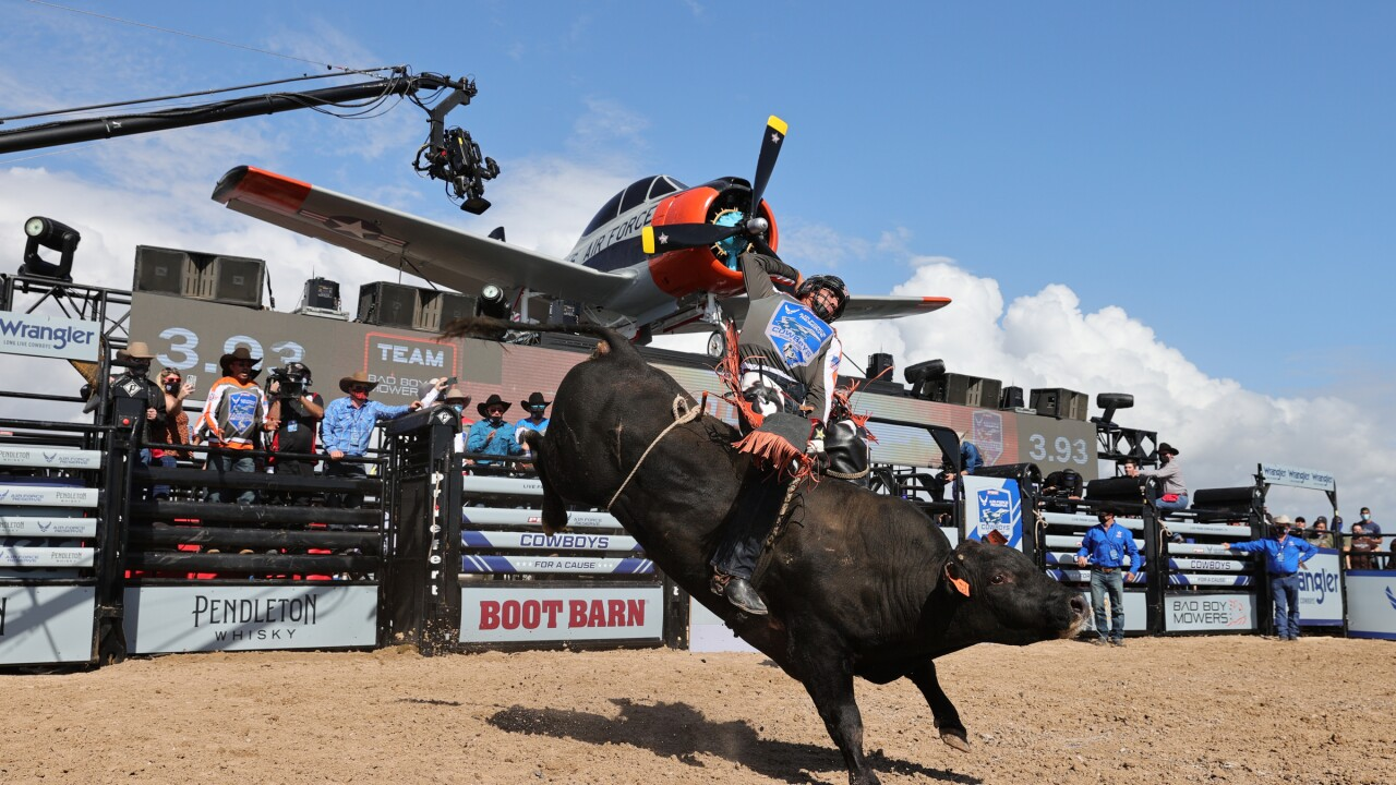 Luciano De Castro Rides Safety Meeting for 90.5 Points on the USS Lexington_Credit_AndyWatson_BullStockMedia.JPG