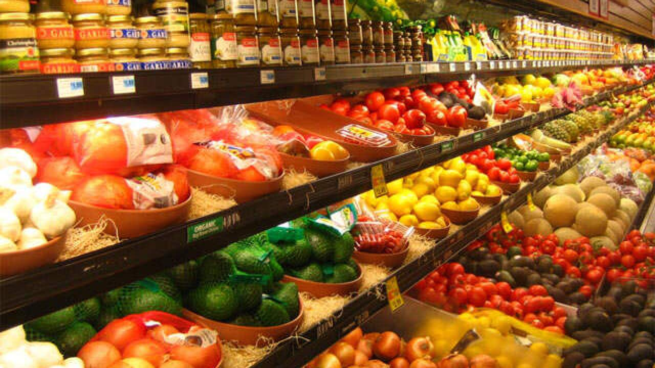 Which grocery stores are open, closed on Thanksgiving?