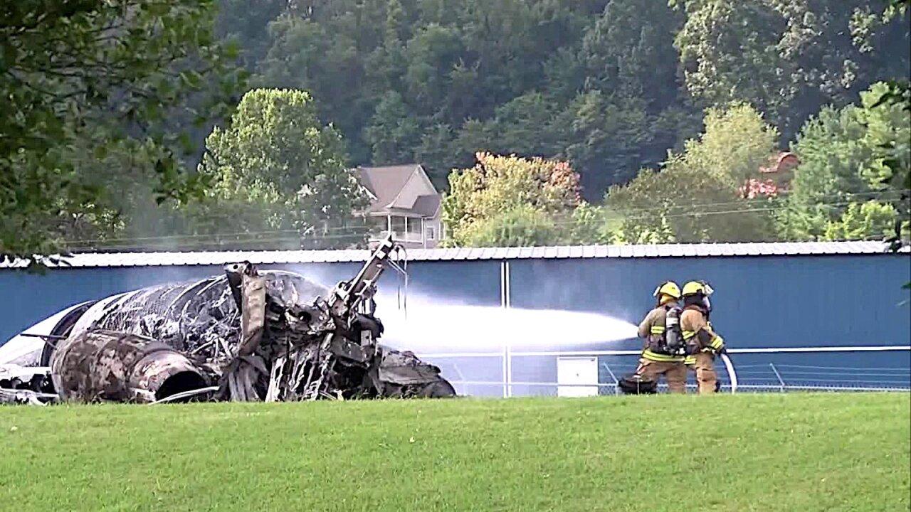 Dale Earnhardt Jr., family, survive Tennessee planecrash