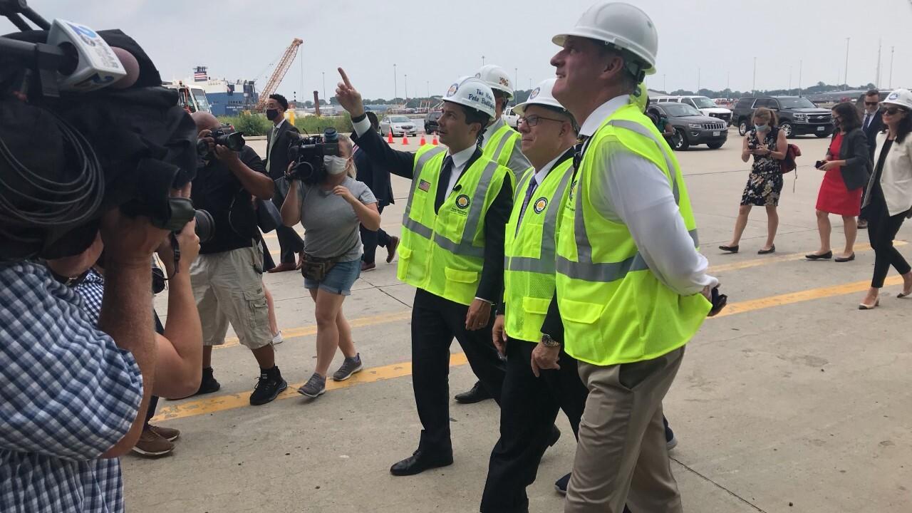 U.S. Transportation Secretary visits Port of Baltimore