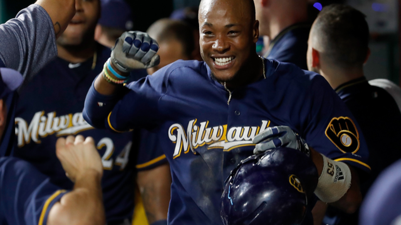 Broxton homers twice, Brewers win 7th straight over Reds 8-2